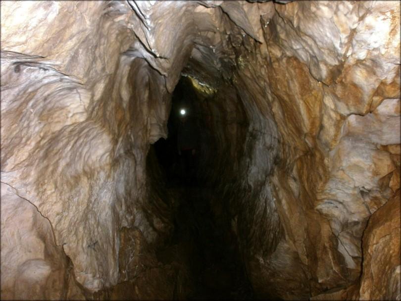 Jaskinia Mylna - Obłazkowa - atrakcyjny korytarz prowadzący do Wysokiej Szczeliny - maj 2015
