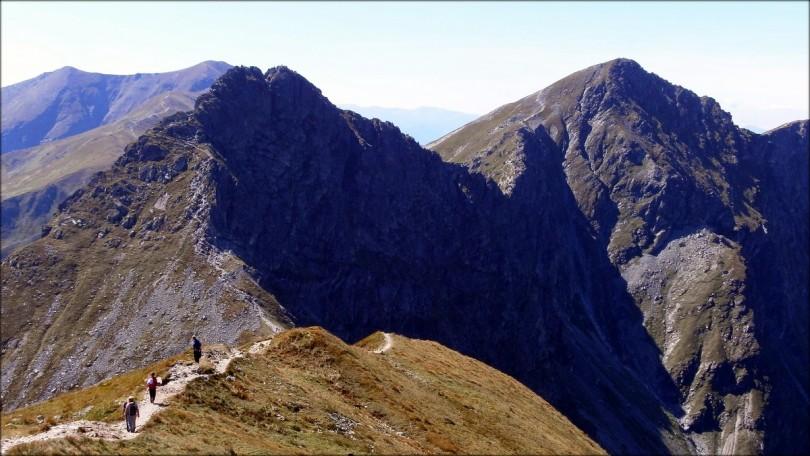Rohacz Ostry (2088 m n.p.m.) i Rohacz Płaczliwy (2125 m n.p.m.) widziane z Wołowca (2064 m n.p.m.) - sierpień 2014