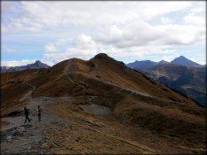 Przełęcz pod Kopą Kondracką - widoczne rowy grzbietowe