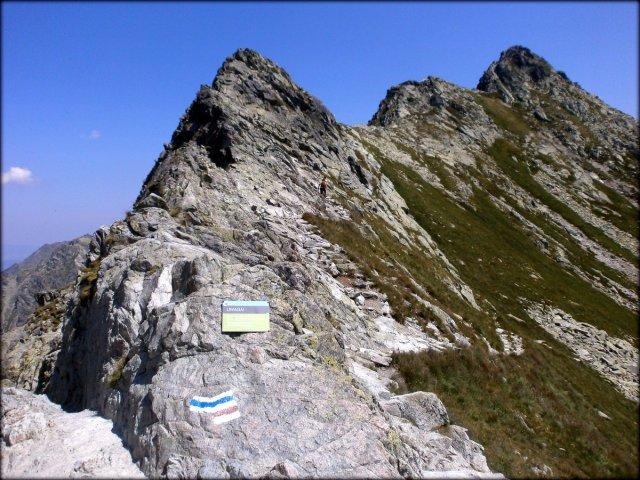 Zawrat (2159 m n.p.m.) - spojrzenie na Mały Kozi Wierch - lipiec 2013