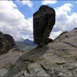 Orla Perć - Zmarzła Przełęcz (2126 m n.p.m.) z charakterystycznym chłopkiem skalnym - sierpień 2013