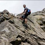Orla Perć - stroma wspinaczka na Kozie Czuby z pomocą klamer i łańcuchów - sierpień 2013