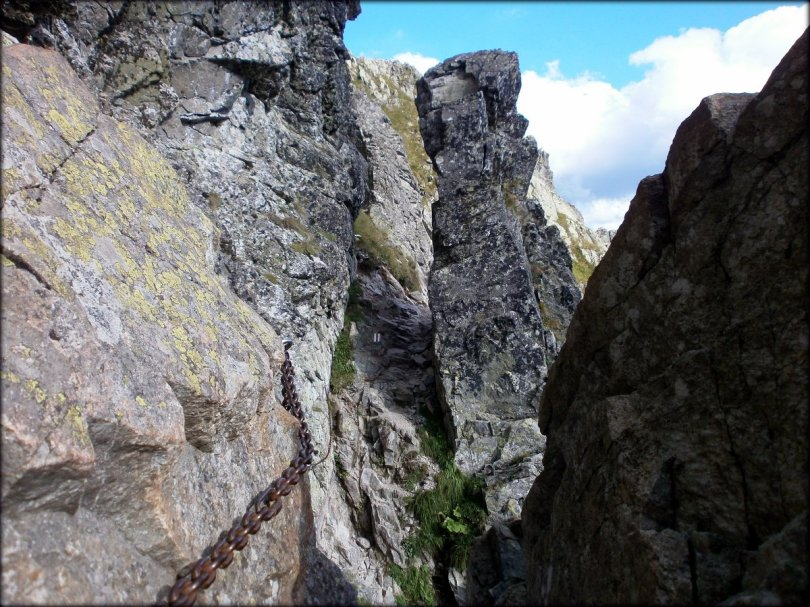 Orla Perć - interesujące przejście między skałami na trawersie Wielkiej Buczynowej Turni - sierpień 2013
