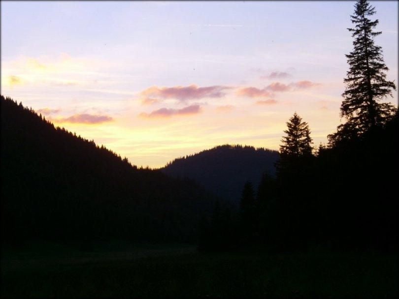 Późny wieczór w Dolinie Małej Łąki - sierpień 2013
