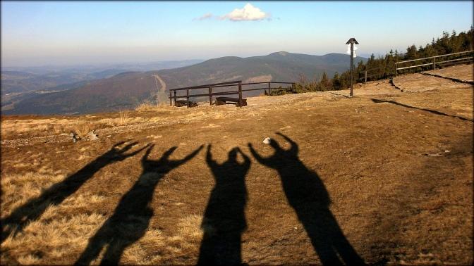 Beskid Żywiecki - cienie na Przełęczy Brona - 22 października 2013